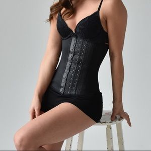 Famous Latex Waist trainer from Quebec